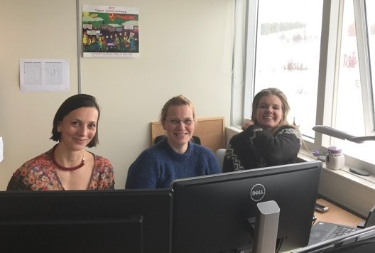 Dr. Zsuzsanna Kövi working with two of the ITRC's researchers